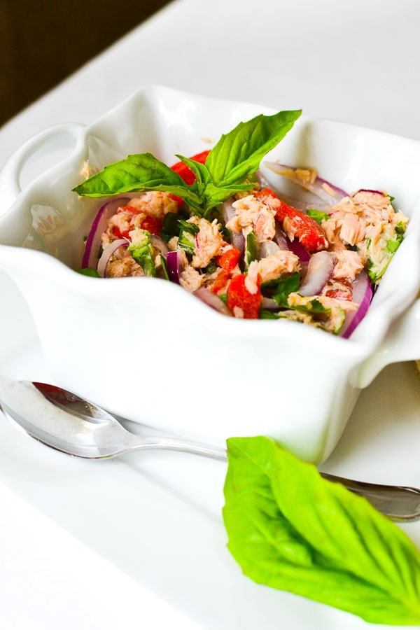 This healthy, no-mayo Mediterranean tuna salad is light and full of flavor thanks to some fresh basil and roasted red peppers. Makes a delicious lunch! #21dayfix #2bmindset #nomayo #healthy #lunch #healthylunch #cannedtuna #mealprep #seafood #glutenfree #dairyfree