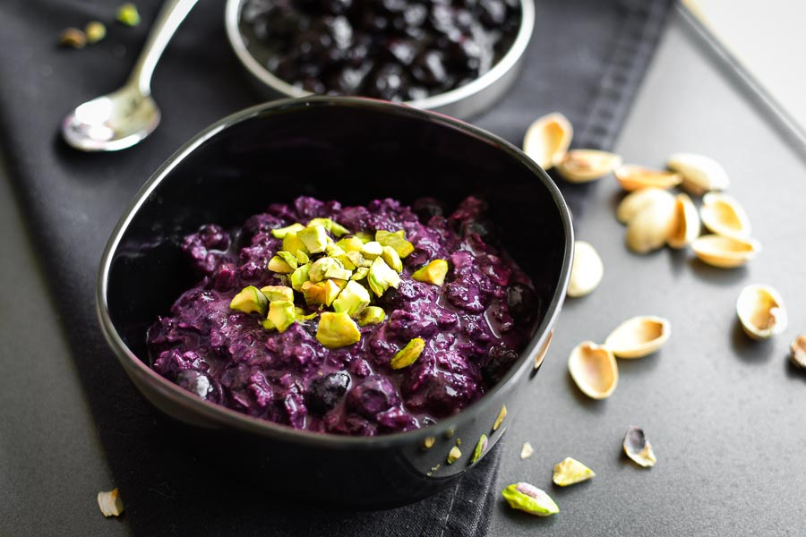 Blueberry-Pistachio Overnight Oats | Cook These Healthy Oatmeal Recipes! And Be A Better Version of You!