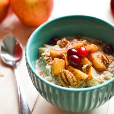 Cranberry-Apple Pie Overnight Oats {21 Day Fix}