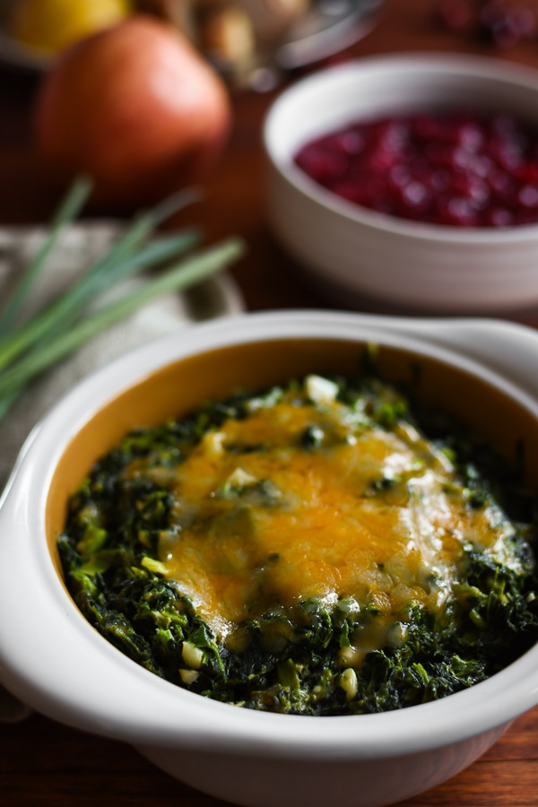 Skinny Cheesy Garlic Creamed Spinach {21 Day Fix}