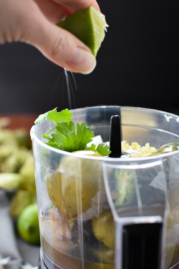 Easy, 21 Day Fix approved homemade roasted salsa verde. Perfect with chips, on tacos or in a 7-layer dip!