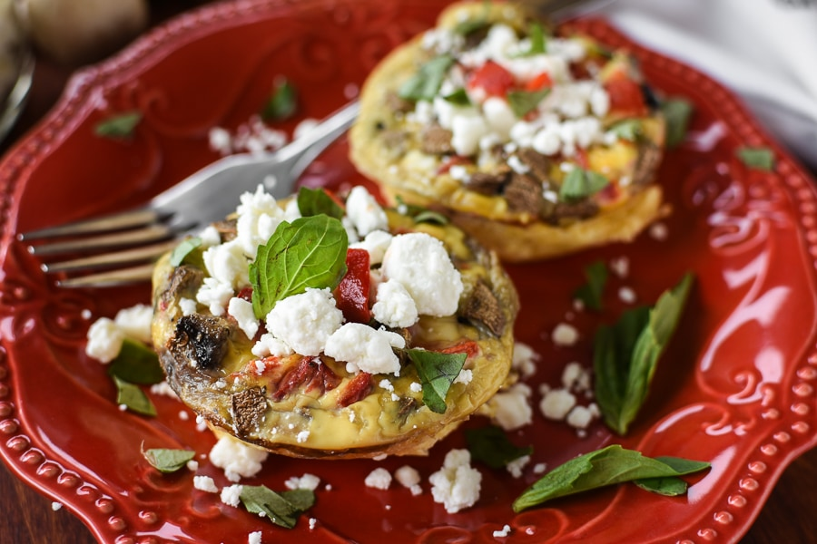 These 21 Day Fix Mediterranean Egg Cups with Goat Cheese and Basil are a a healthy and flavorful make-ahead breakfast! Perfect for meal-prepping!