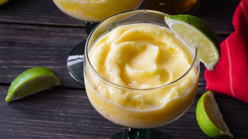 These Skinny Pineapple Chipotle Margaritas are a super easy and fun cocktail!  The smoky kick from the chipotle is going to knock your socks off AND they're the PERFECT drink to make for Cinco de Mayo, Taco Tuesday or literally any other day of the year. #21dayfix #cocktail #lowcal #cincodemayo #mexican #drinks #beachbody #mealplanning #weightloss #healthy
