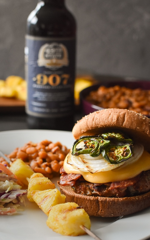 These flavor packed, 21 Day Fix approved Jalapeno, Bacon and Beer Cheese Turkey Burgers make a healthy and fun addition to any barbecue! #grilling #healthy #healthydinner #barbecue #partyfood #summer #21dayfix #2bmindset