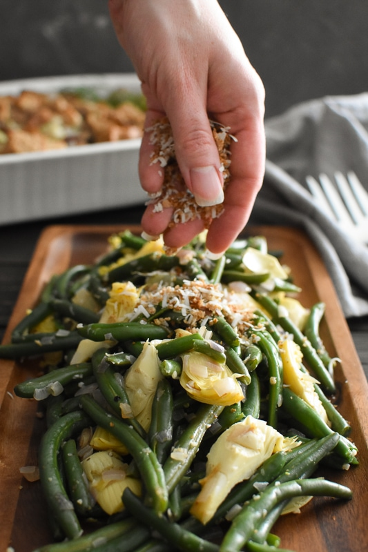 These deliciously crispy 21 Day Fix Instant Pot Green Beans and Artichokes are a quick and easy, healthy side dish for the holidays or any night of the week. #21dayfix #instantpot #healthyinstantpot #holiday #healthyholiday #thanksgiving #healthythanksgiving #sidedish #healthyside #weightloss #2bmindset #kidfriendly #veggies