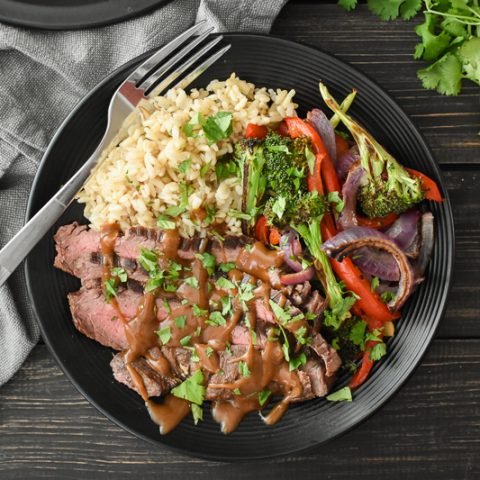 This easy flank steak sheet pan dinner cooks up quickly and is SO flavorful! A delicious healthy recipe that's perfect any night of the week! #portionfix #21dayfix #weightwatchers #healthy #healthydinner #quick #quickdinner #steak #thai #kidfriendly #glutenfree #dairyfree