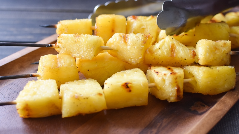 This simple rum-marinated grilled pineapple is full of flavor and a makes for a delicious, healthy side dish! It's also gluten free and dairy free! #21dayfix #ultimateportionfix #portionfix #weightwatchers #grill #grillrecipe #grilling #bbq #healthy #sidedish #healthyside #glutenfree #dairyfree #healthygrilling