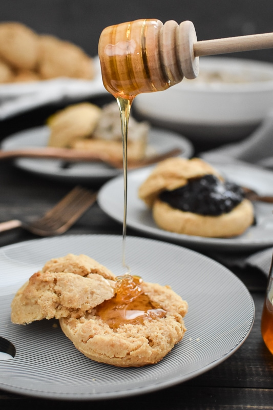 These 21 Day Fix easy whole wheat drop biscuits are a delicious and healthy addition to any brunch or breakfast!Serve with jam, honey, or sausage gravy & eggs! #21dayfix #portionfix #ultimateportionfix #weightwatchers #healthy #brunch #breakfast #healthybrunch #healthybreakfast #mothersday #sundaybreakfast #weightloss #mealprep #kidfriendly
