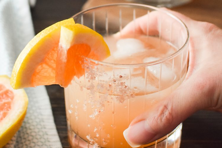 The Honey Paloma is an easy and delicious tequila-based drink that's perfect to pair with all of your favorite Mexican dishes! WW | 21 Day Fix | gluten-free #paloma #tequila #cincodemayo #mexican #21dayfix #ww #weightwatchers #weightloss #glutenfree #vegetarian #summer #summerdrink #summerdrinks #alcohol #mothersday #pinkdrink #bridalshower #party #grapefruit