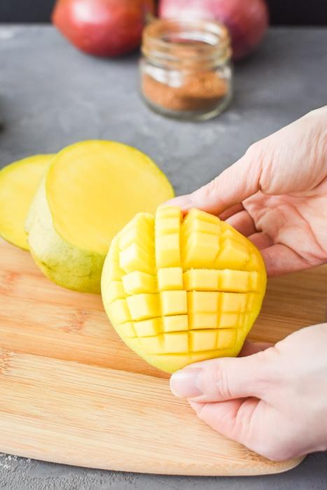 Scoring a mango