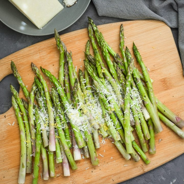 This lemon-pecorino air fryer asparagus is an easy, bright, delicious, and healthy spring and summer side dish! #21dayfix #glutenfree #healthy #healthysidedish #mealprep #weightwatchers #ww #spring #summer #mothersday #easter
