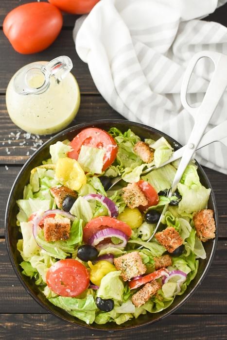 an olive garden salad