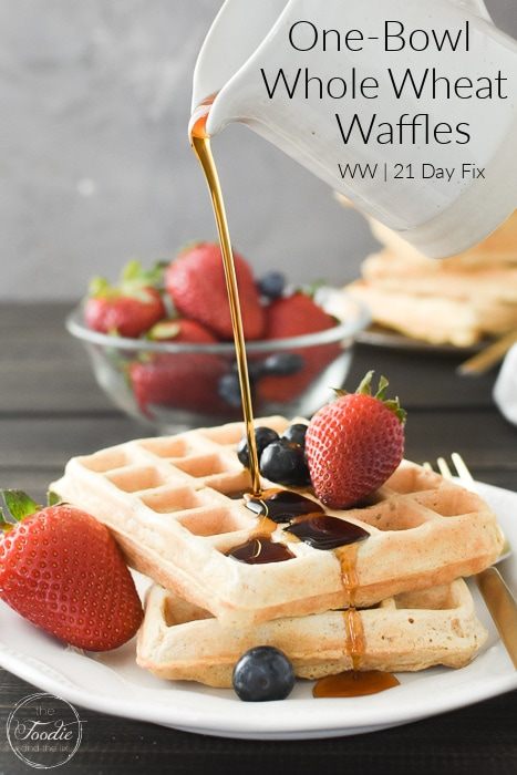 These easy, one-bowl whole wheat waffles are a perfect, healthy, make-ahead breakfast (plus they feel like a treat)! 21 Day Fix counts and Weight Watchers points included! #21dayfix #weightwatchers #healthy #healthybreakfast #brunch #healthybrunch #mothersday #holidaybreakfast #mealprep #2bmindset