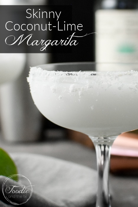 This Skinny Coconut-Lime Margarita is tropical and refreshing and pairs perfectly with all of your favorite Mexican recipes for Cinco de Mayo or any other night! #21dayfix #cincodemayo #mexican #weightwatchers #ww #glutenfree #vegan #tacotuesday #skinnymargarita #dairyfree